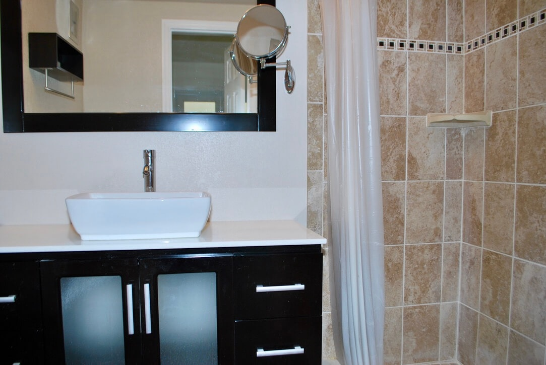 3912 NE 22nd Ave #4B Fort Lauderdale Fl 33308 - photo of bathroom