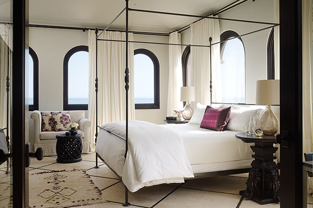 classic-canopy-bed