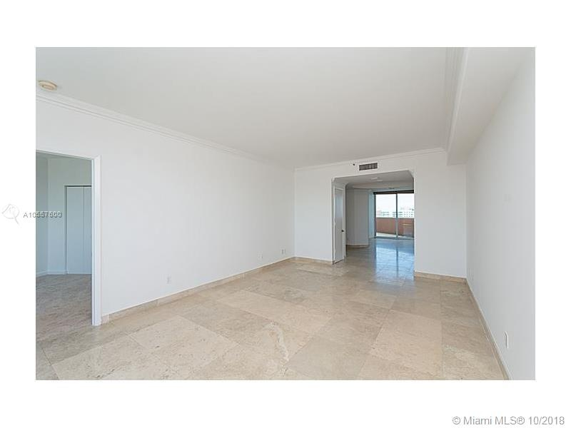 300 S Pointe. Drive #1002 Room with Balcony and view