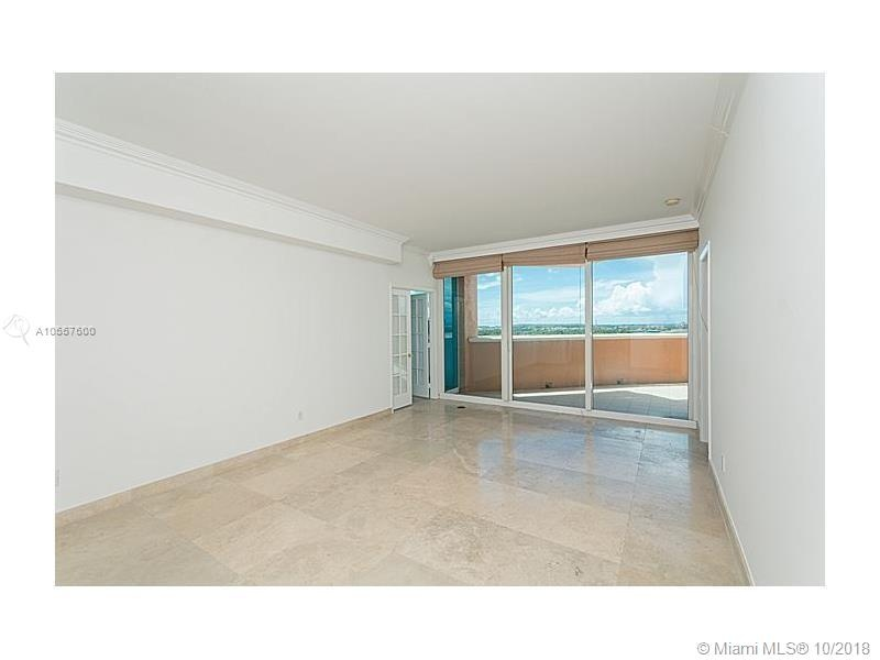 300 S Pointe Dr. 1002 - Room with Balcony