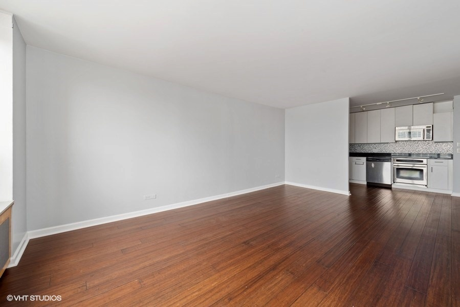 06-393-pine-grove-unit2104-living-room-kitchen