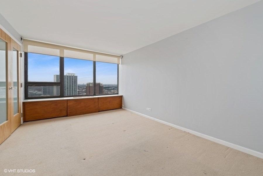 07-393-pine-grove-unit2104-bedroom