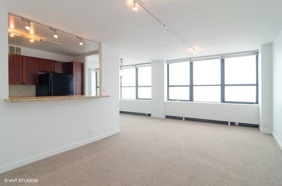 02-655-irving-park-unit3915-living-room