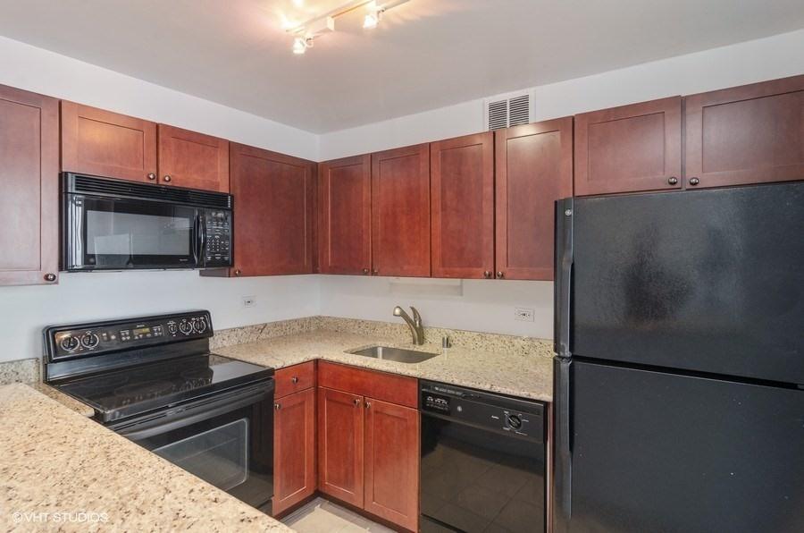 04-655-irving-park-unit3915-kitchen