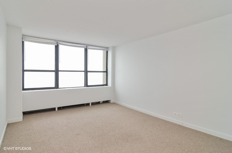 08-655-irving-park-unit3915-bedroom