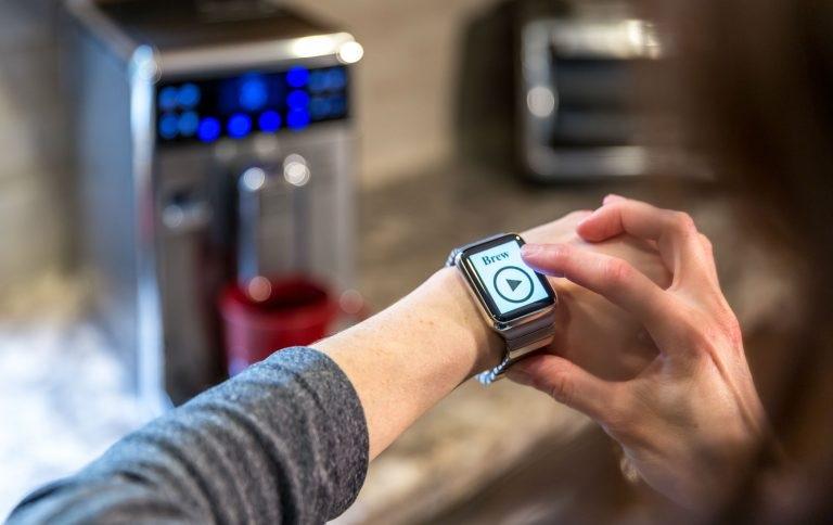 05.11.17-Housewarming-Gifts-smart-home-plug-768x484