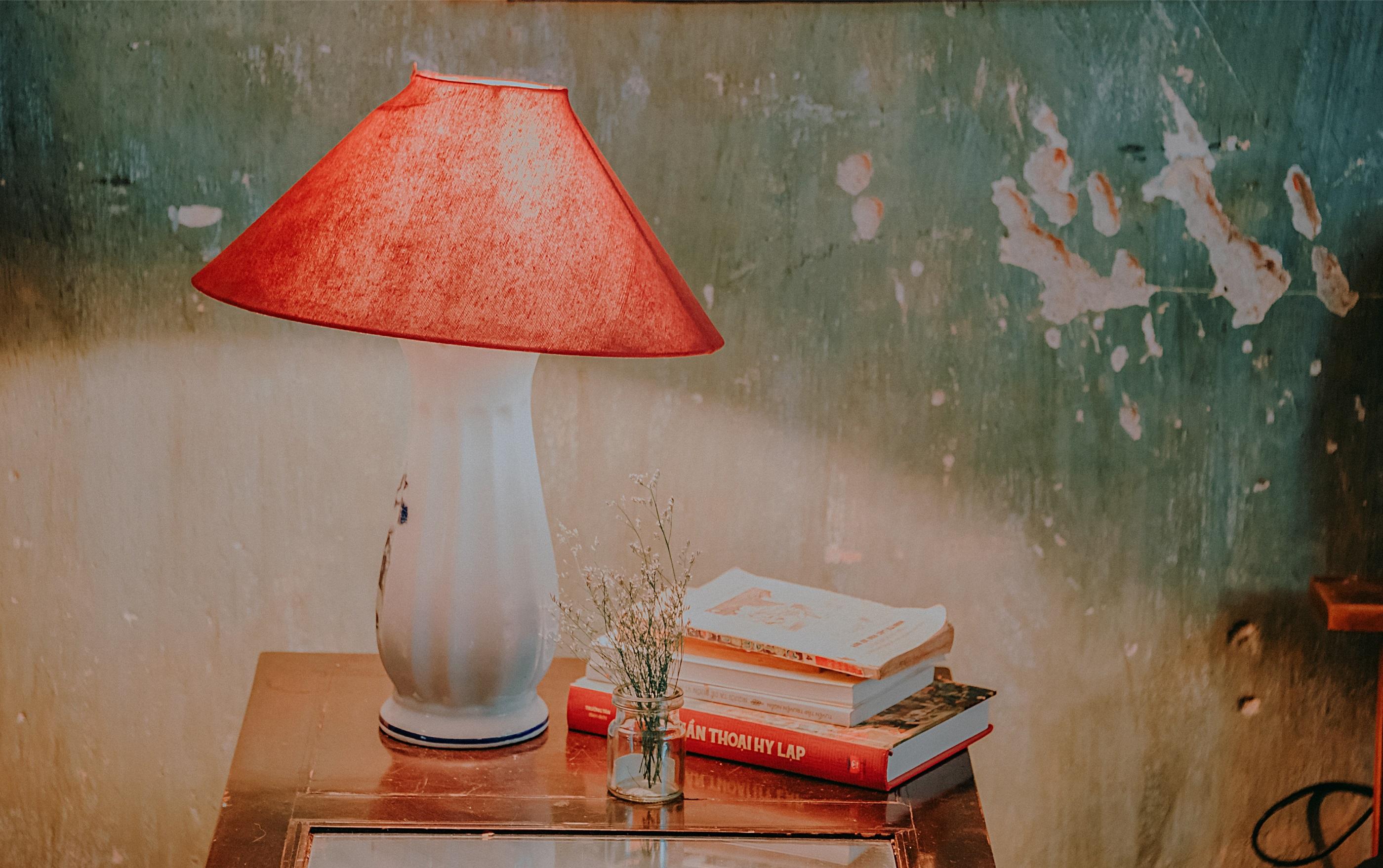 books-design-desk-lamp-1441596