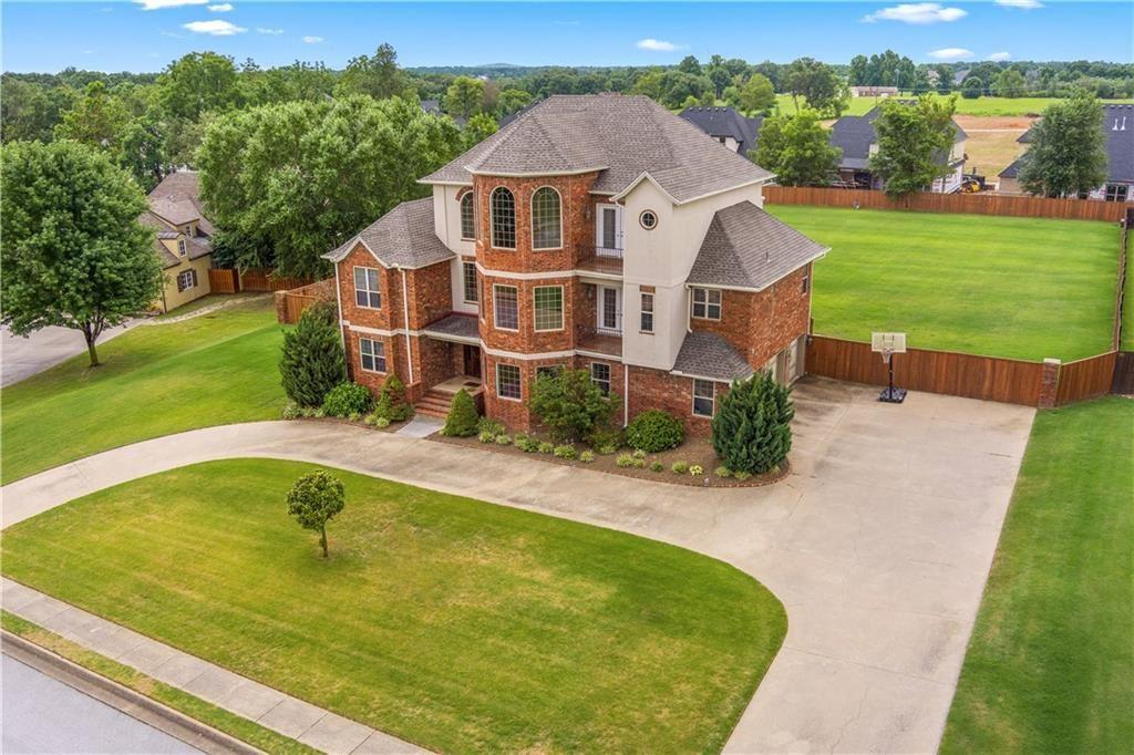 Bentonville                                                                      , AR - $874,000