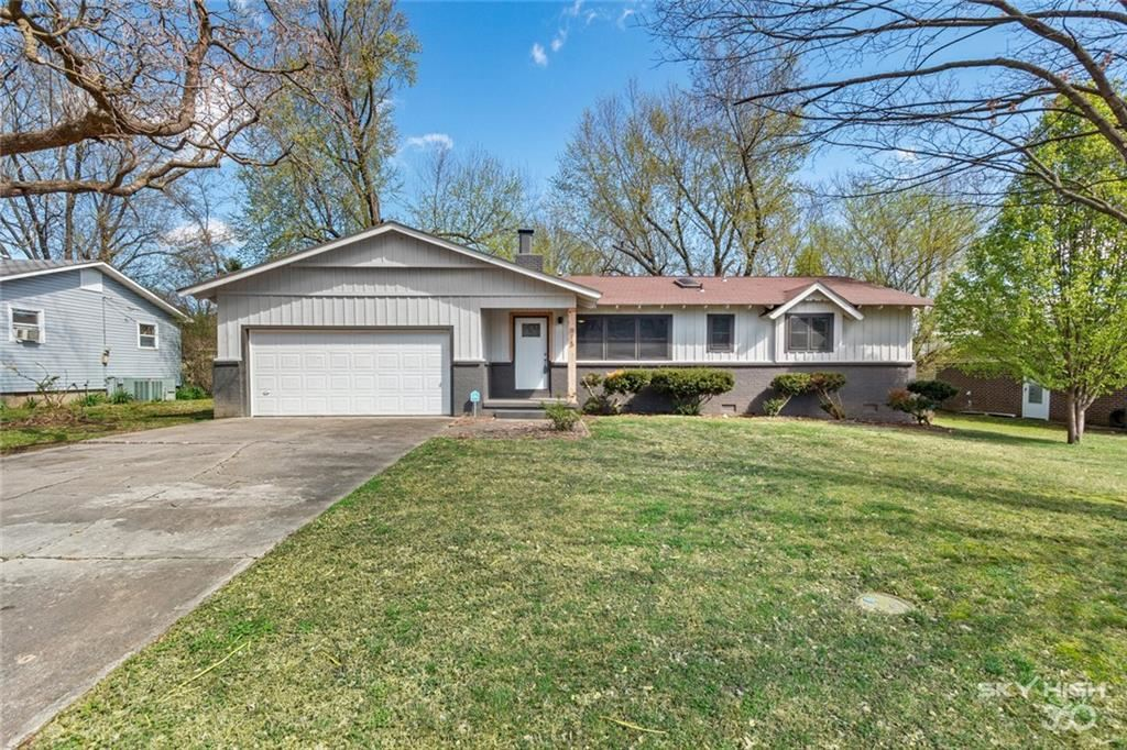 Property Image Of 915 N 11Th Street In Rogers, Ar