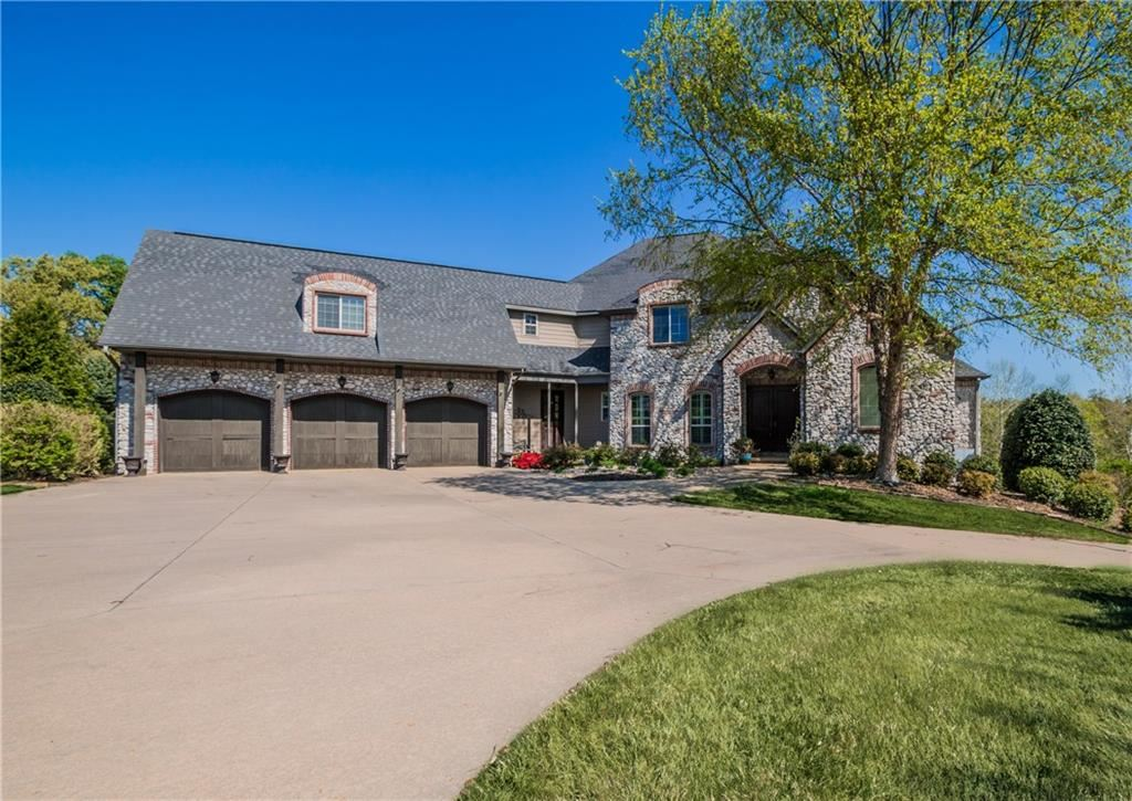 Bentonville                                                                      , AR - $996,000