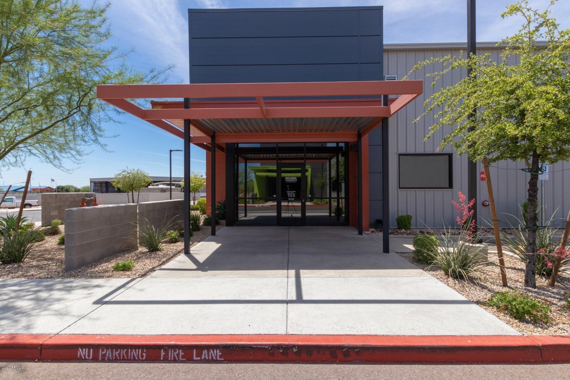 Property Image Of 1700 E Robin Lane In Phoenix, Az