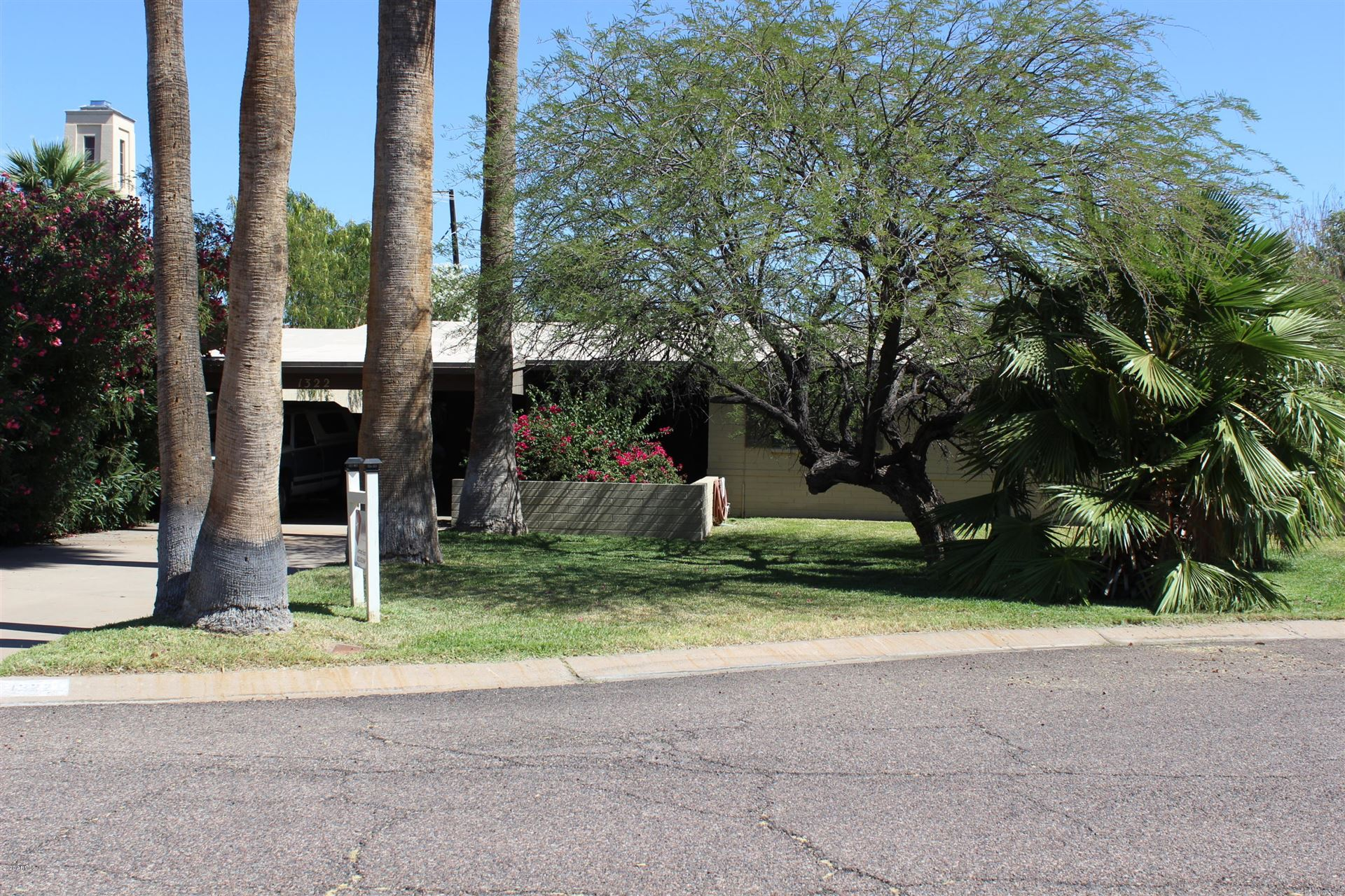 Property Image Of 1322 E Earll Drive In Phoenix, Az