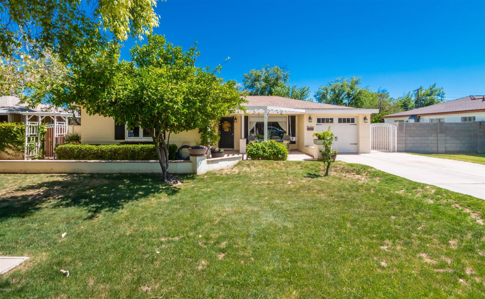Property Image Of 825 W Orangewood Avenue In Phoenix, Az
