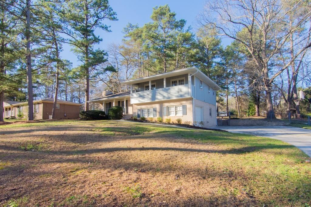 Property Image Of 3365 Bluesky Way In Lithia Springs, Ga