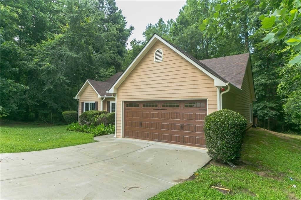 Property Image Of 8558 Misty Creek Circle In Snellville, Ga