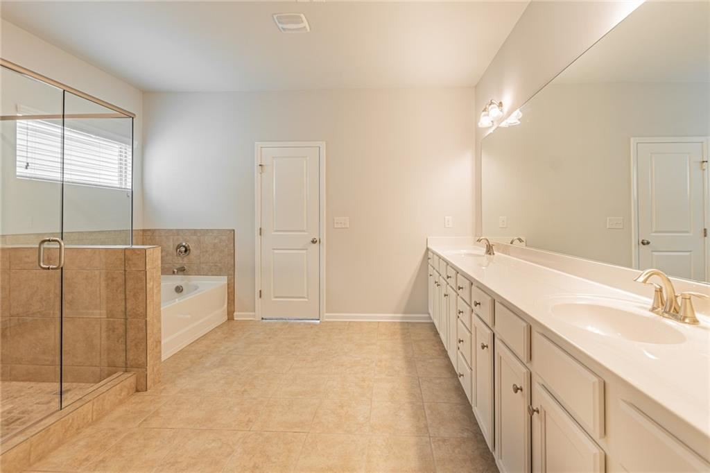 Property Image Of 3463 Lachlan Drive In Snellville, Ga