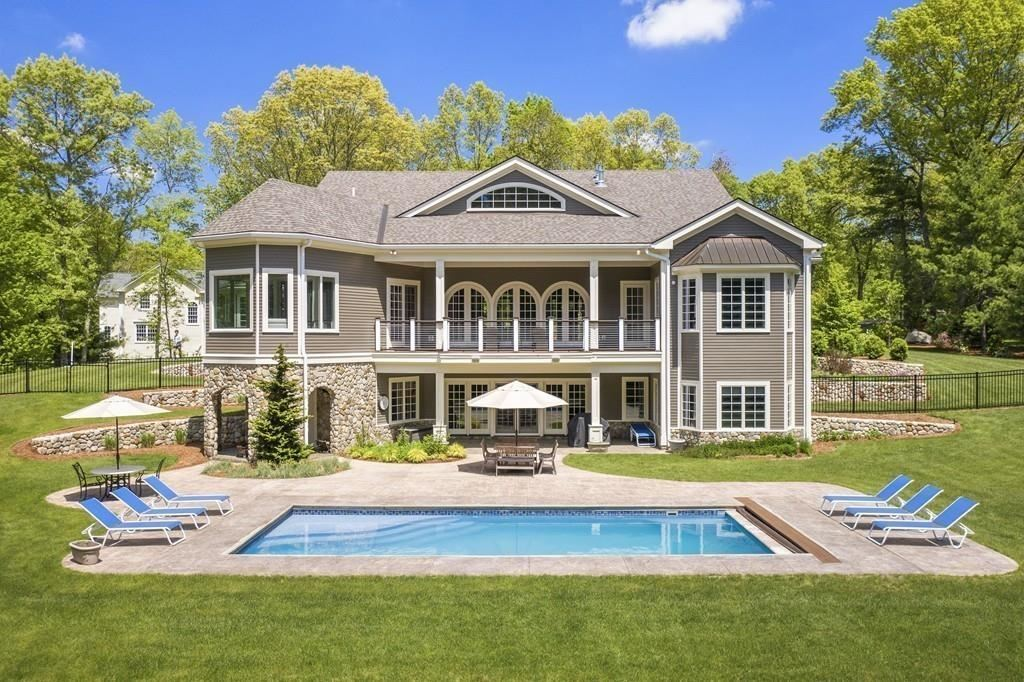 Property Image Of 87 Old County Rd In Waltham, Ma