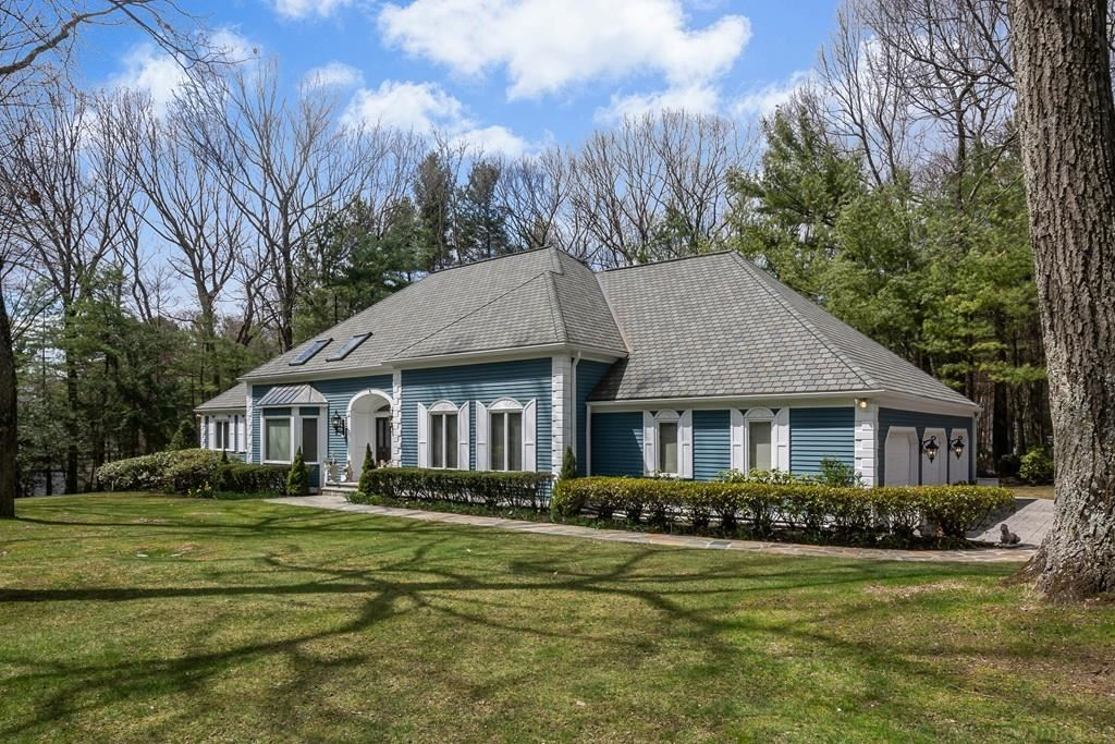 Property Image Of 11 Woodstone Road In Northborough, Ma