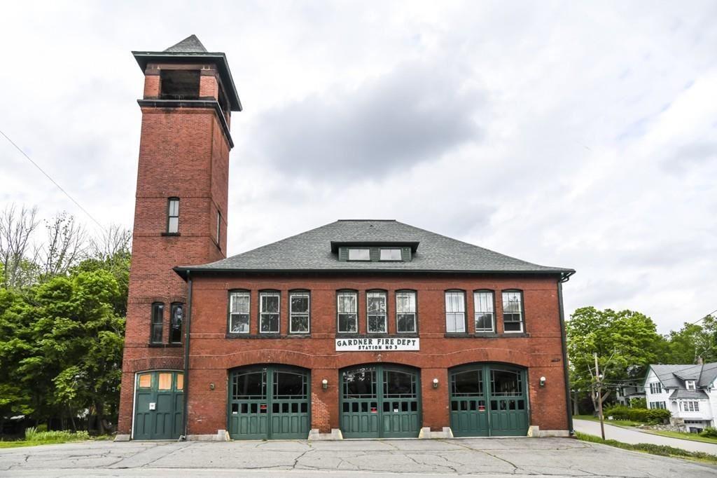 Property Image Of 58 Elm St In Gardner, Ma