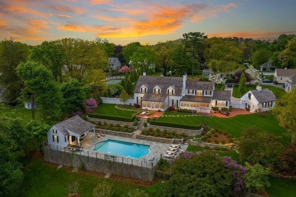 Property Image Of 17 Cole Rd In Hingham, Ma