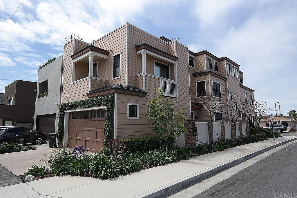 Huntington Beach                                                                      , CA - $2,475,000