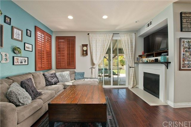 Property Image Of 20014 Holly Drive In Saugus, Ca
