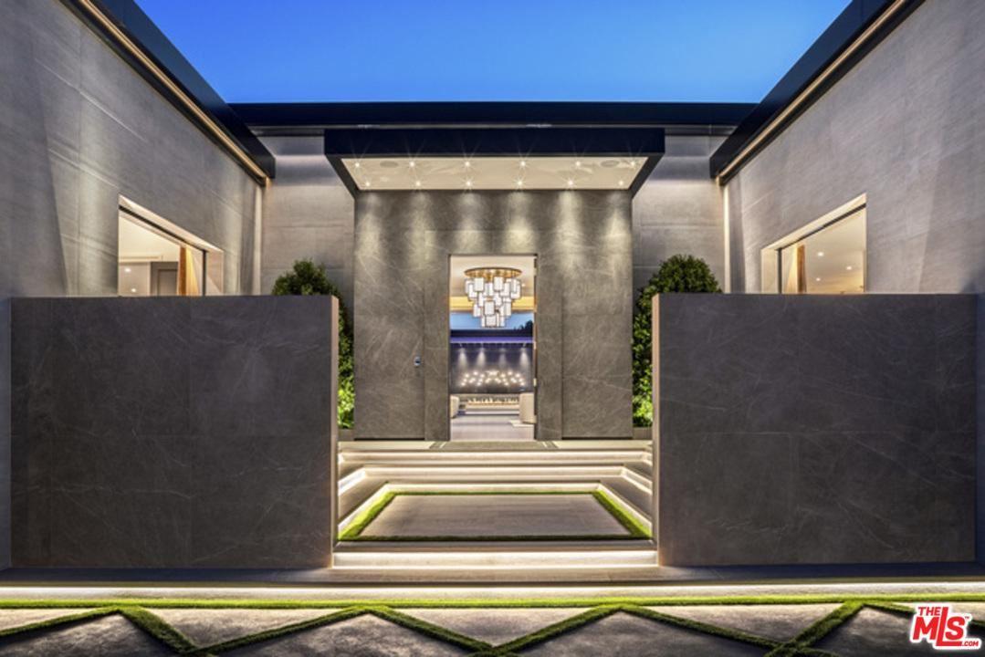 Los Angeles                                                                      , CA - $49,500,000