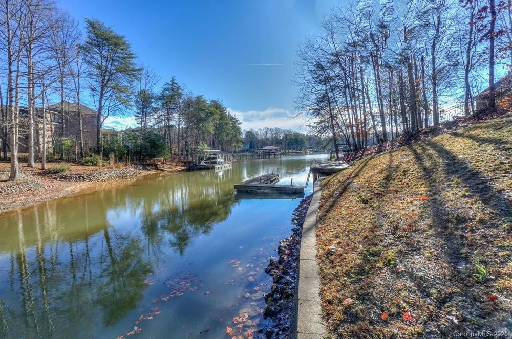Property Image Of 111 Island Cove Lane In Mooresville, Nc