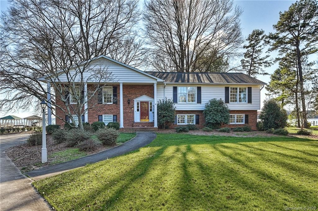 Property Image Of 111 Sunset Lane In Mooresville, Nc