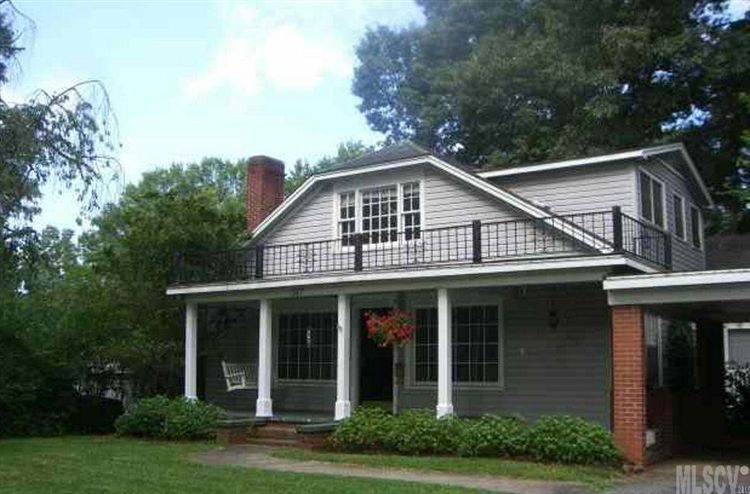 317 8th St NW, Hickory, NC 28601