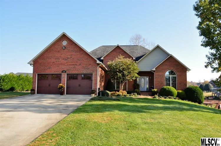 116 Island Point Ct, Taylorsville, NC 28681