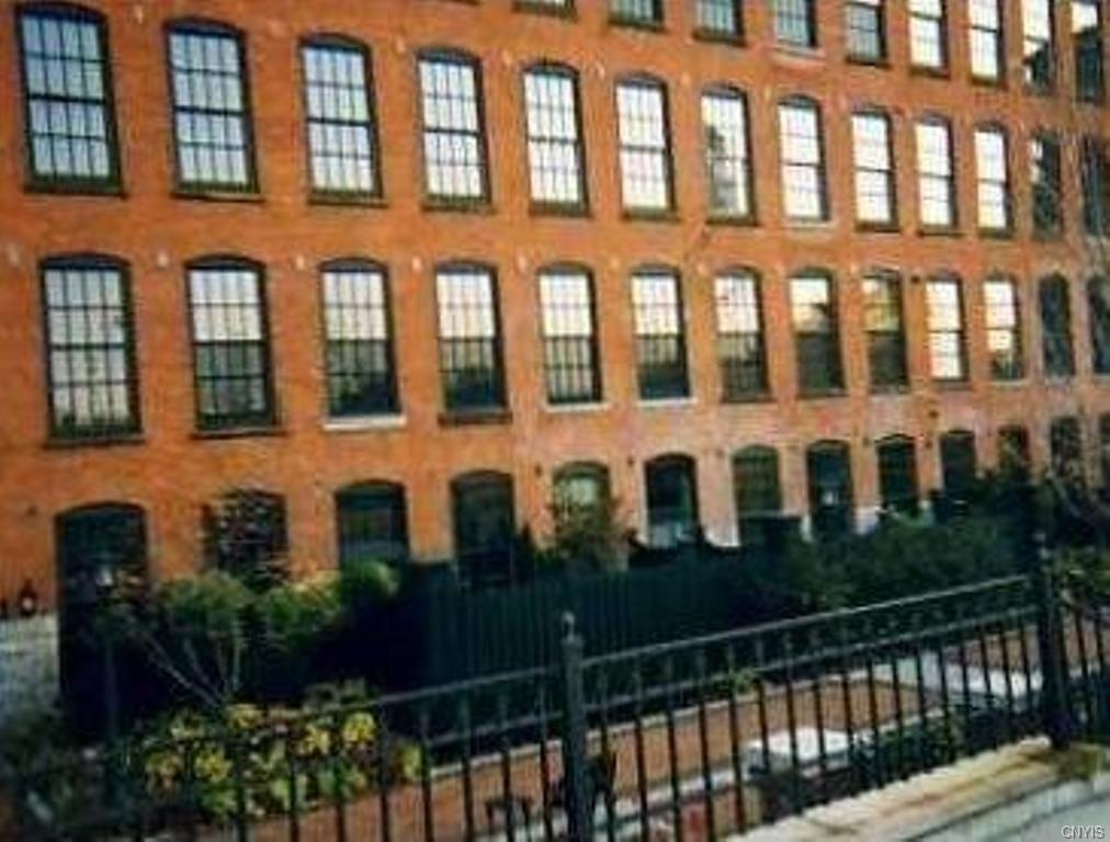 Syracuse                                                                      , NY - $499,900