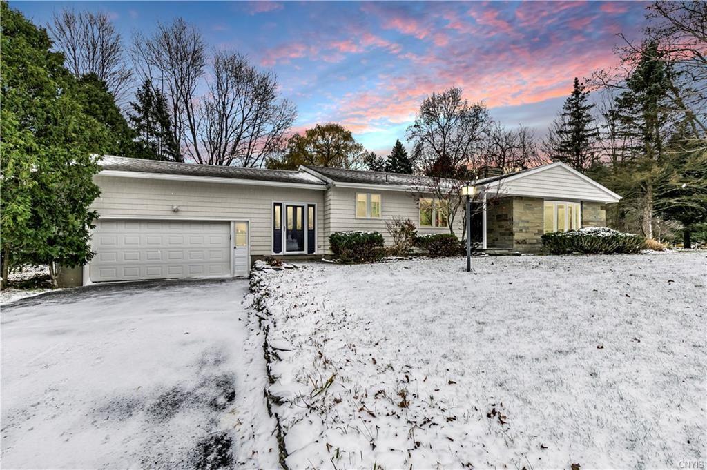 Dewitt                                                                      , NY - $277,000