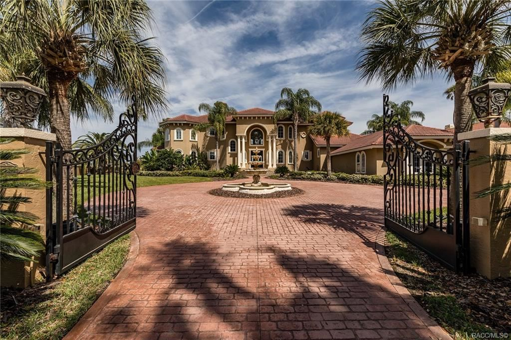 Crystal River                                                                      , FL - $2,499,000