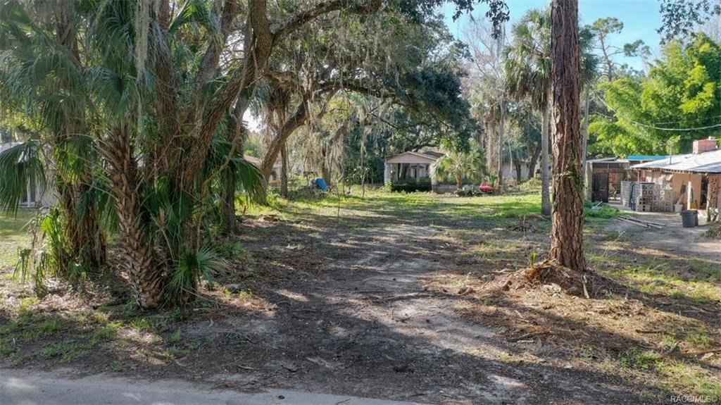 Property Image Of 8 Hickory Avenue In Yankeetown, Fl