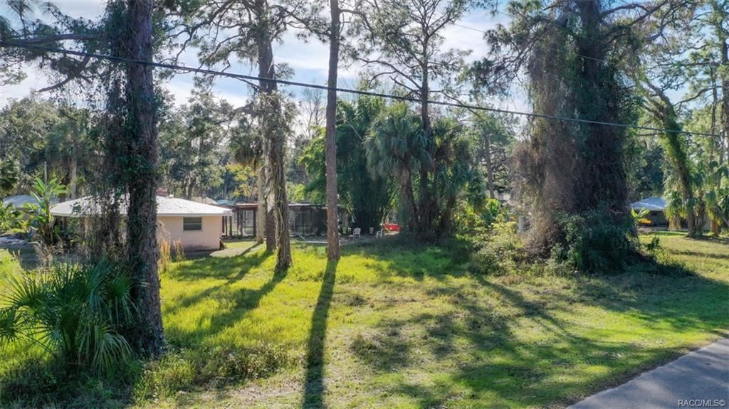 Property Image Of 4 Hickory Avenue In Yankeetown, Fl