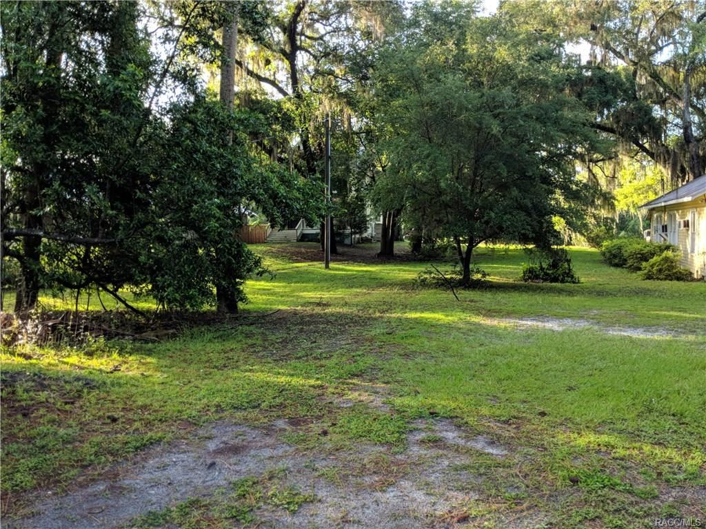 Property Image Of 6111 Riverside Drive In Yankeetown, Fl