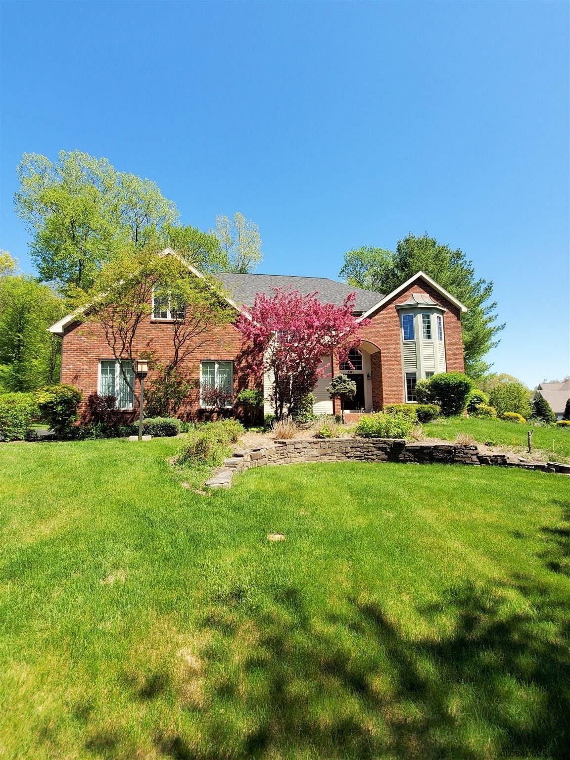 Guilderland                                                                      , NY - $625,000
