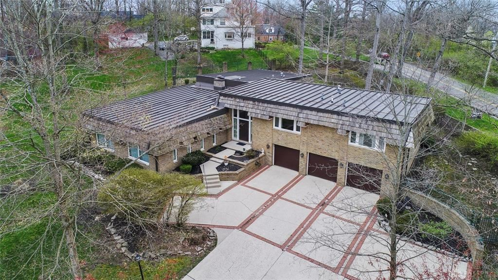 Property Image Of 420 Wildwood Drive In Springfield Township, Oh