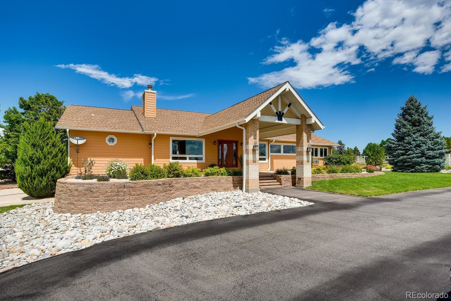 Property Image Of 6591 W Lakeside Court In Littleton, Co