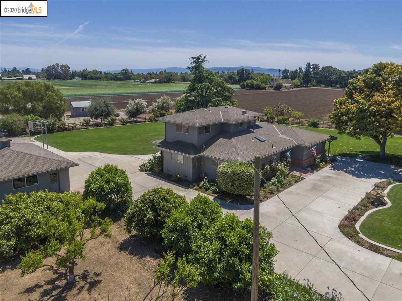Property Image Of 6930 Holsclaw Rd In Gilroy, Ca