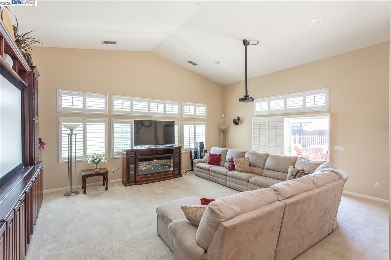 Property Image Of 2260 Gibralter Dr In Manteca, Ca