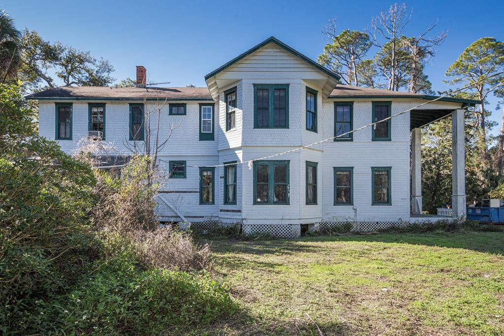 Apalachicola                                                                      , FL - $695,000