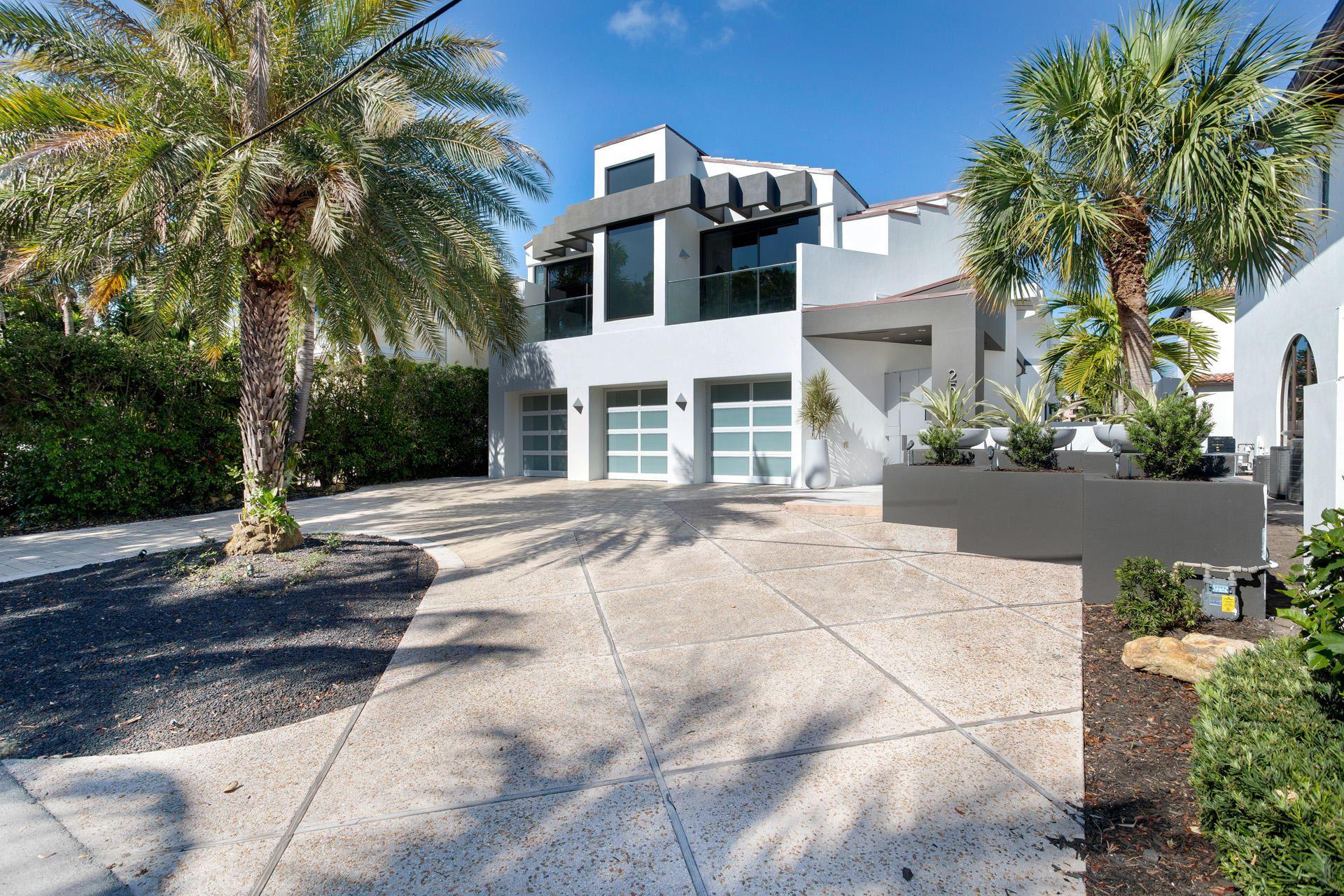 POR LA MAR Properties For Sale