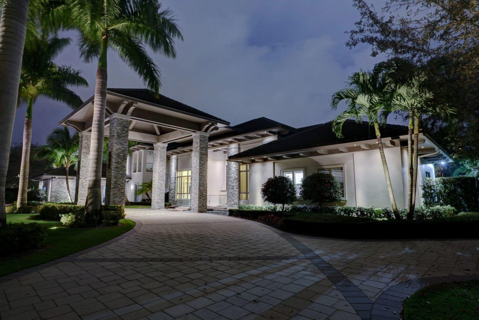 Palm Beach Gardens                                                                      , FL - $10,400,000