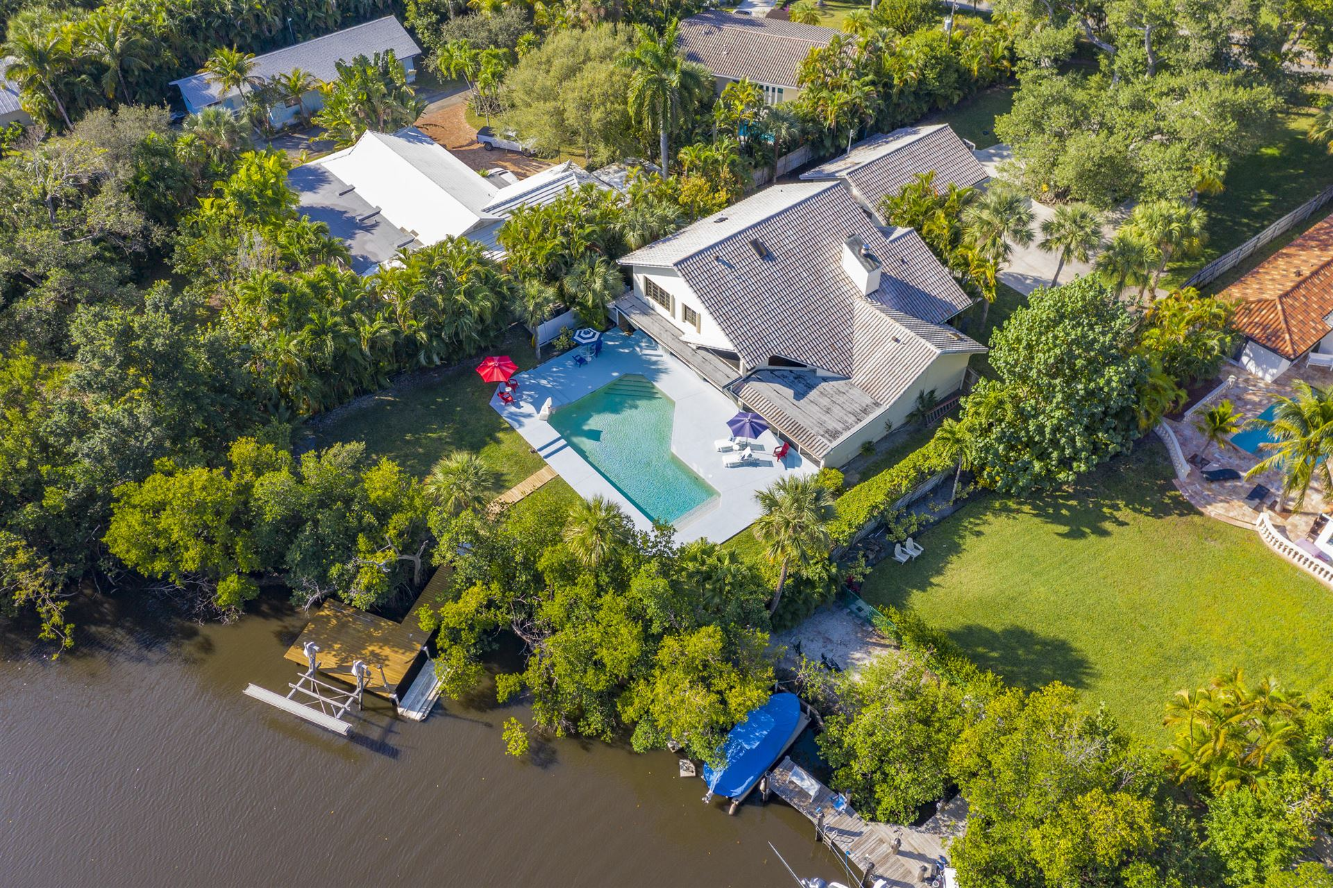WATERFRONT POOL HOME Properties For Sale