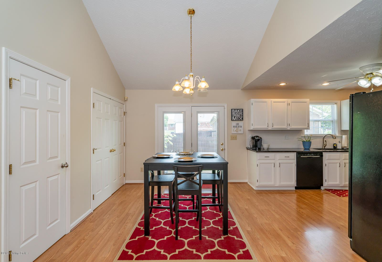 Property Image Of 9815 Spring Pointe Ct In Louisville, Ky
