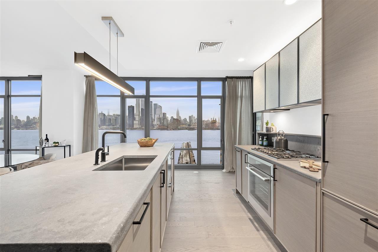 1425 HUDSON ST #8G                                                                               Hoboken                                                                      , NJ - $2,774,995
