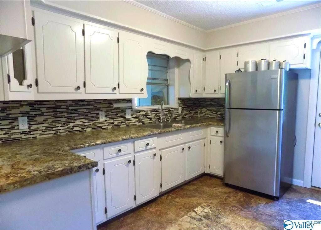 Guntersville                                                                      , AL - $179,200