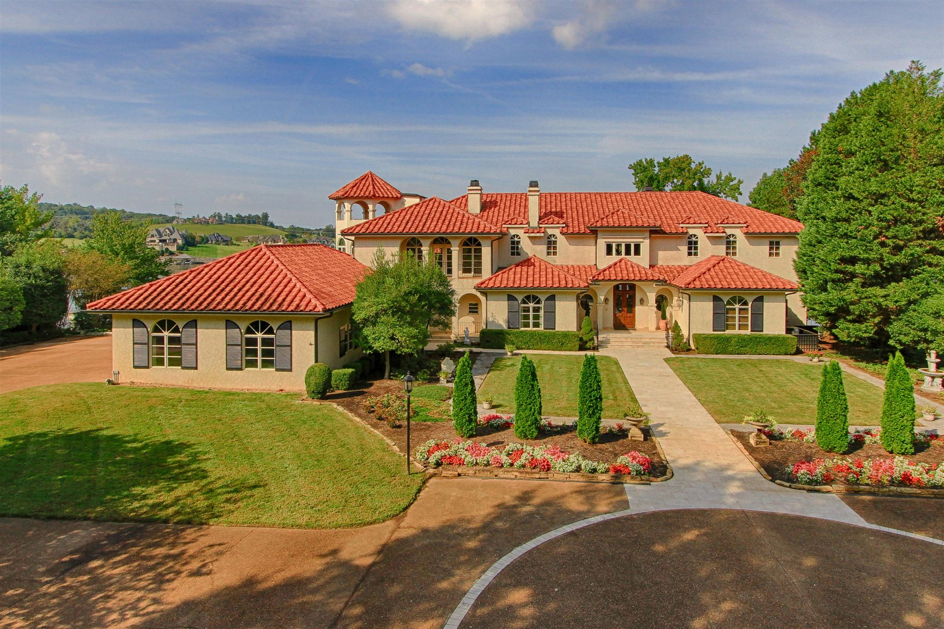 Knoxville                                                                      , TN - $2,690,000